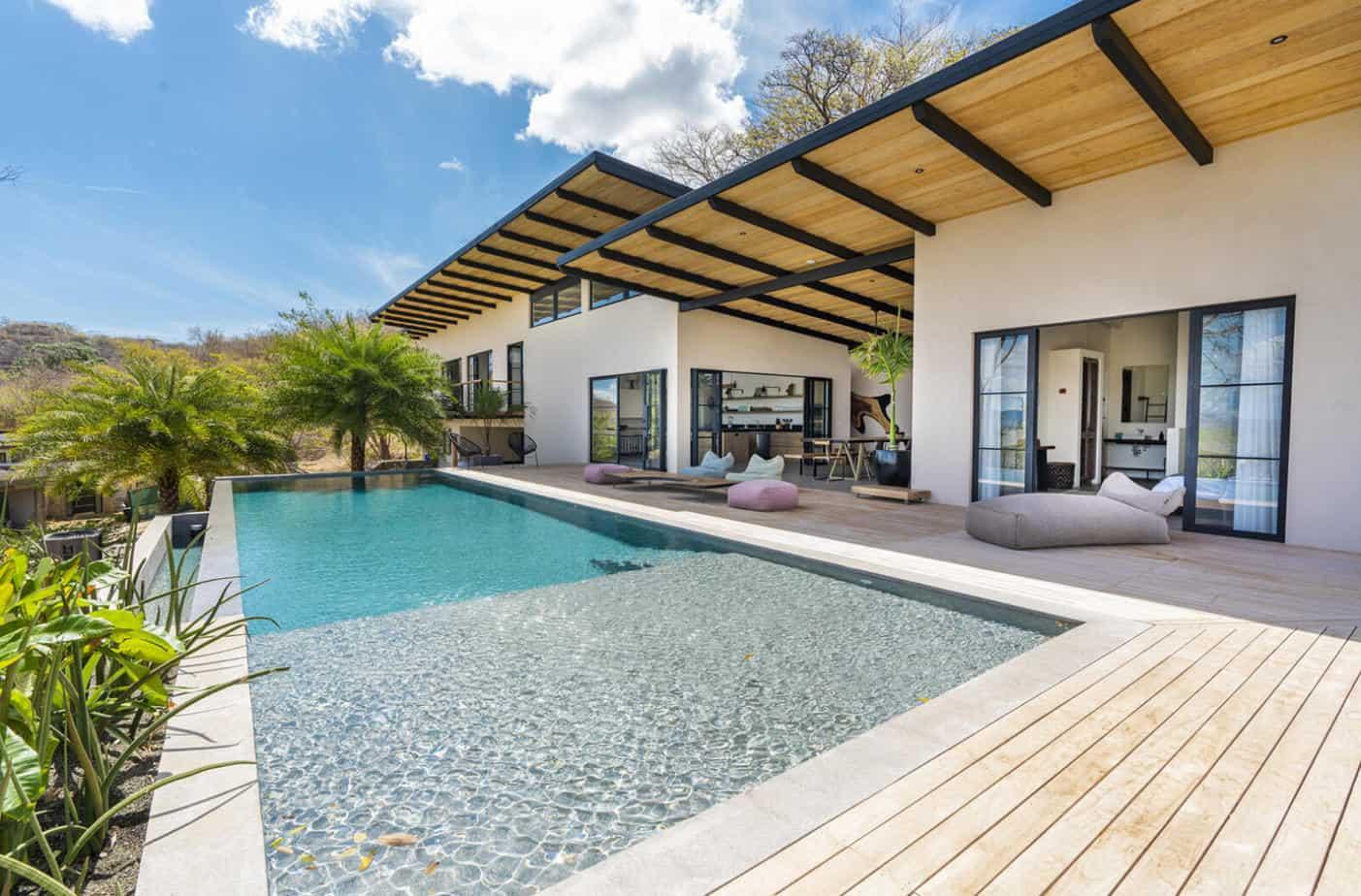Brand New Stunning Villa By The Beach in Senderos